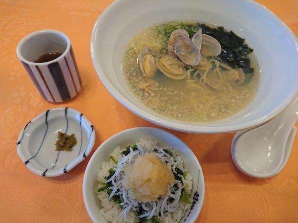 浅利ラーメンとしらすご飯の画像